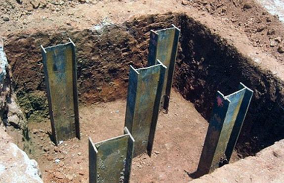 Tipo de fundação profunda em estacas metálicas.
