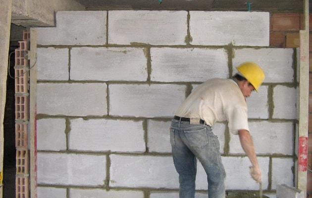 Parede feita com blocos de concreto celular